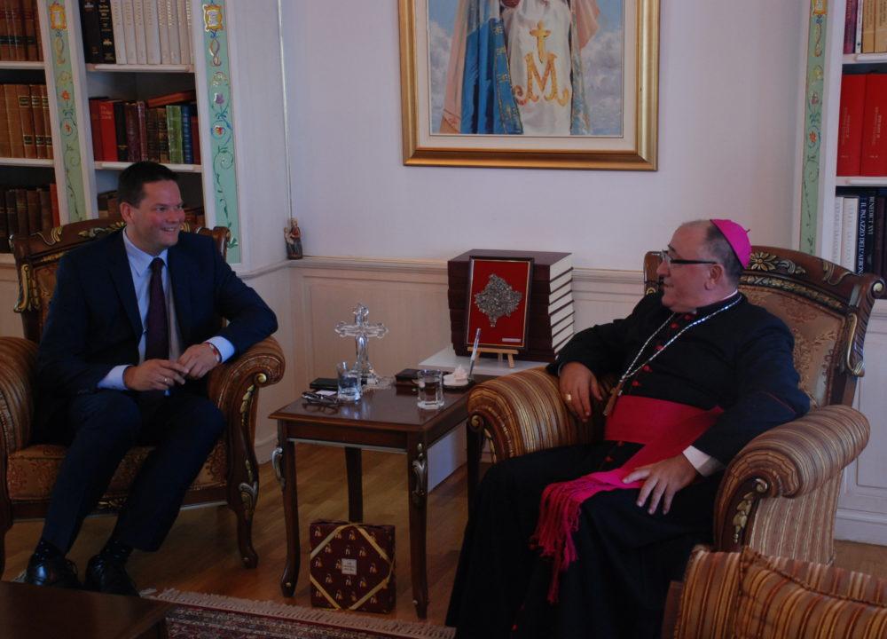 Mandl trifft kosovarischen Bischof