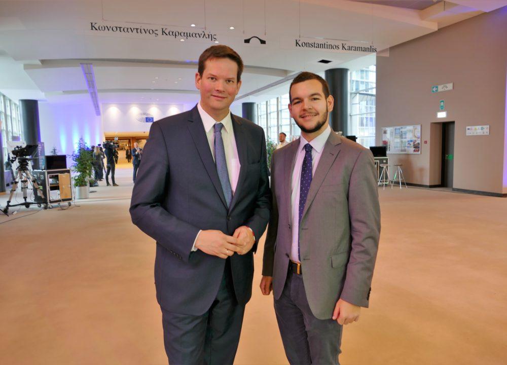 Georg Sulzmann aus NÖ absolvierte Praktikum beim Europa-Abgeordneten Lukas Mandl